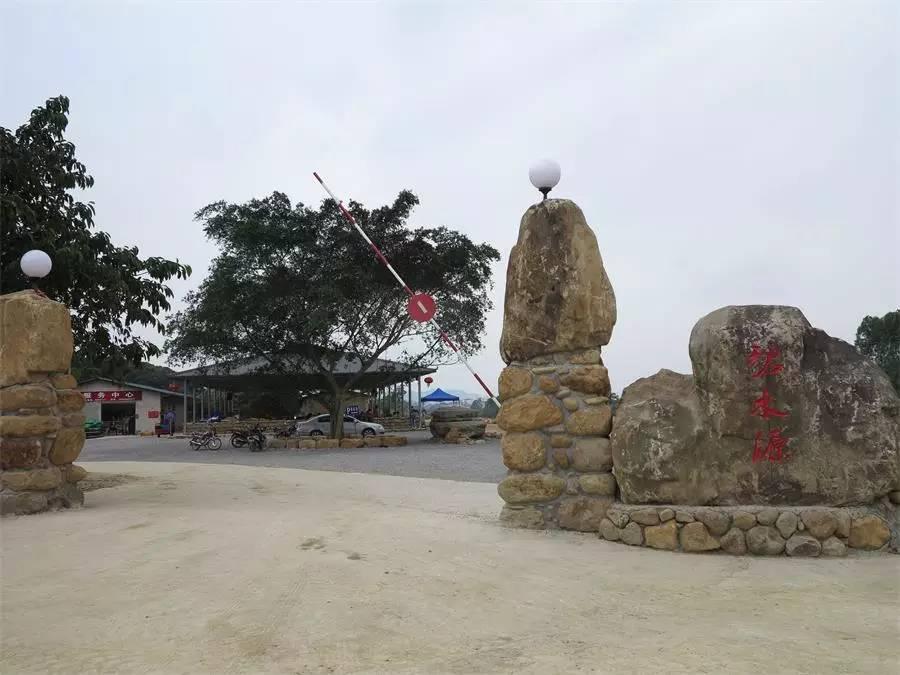武鸣两江碧水源生态休闲山庄,建于2016年10月,坐落于武鸣区大明山国家