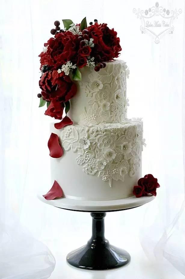 鲜花装饰的蛋糕和糖花装饰的蛋糕的区别