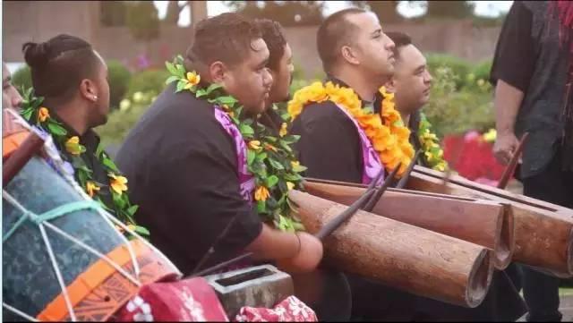 瞪眼睛、吐舌头,看起来颇为喜感,这正是新西兰毛利人表达热情的方