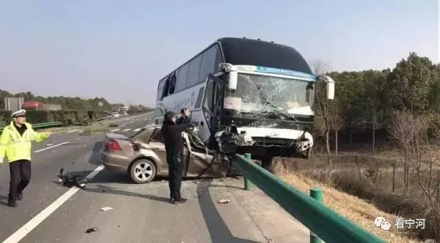 六安车祸_小心啊!春节前夕\