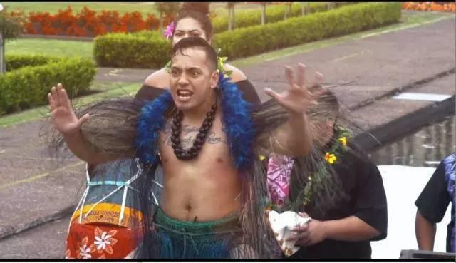 族舞蹈.   瞪眼睛、吐舌头,看起来颇为喜感,这正是新西兰毛利人表