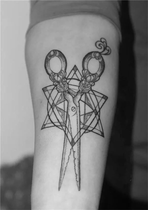 这就是我的职业 如果你是一个发型师 如果你也爱好纹身 如果你正想