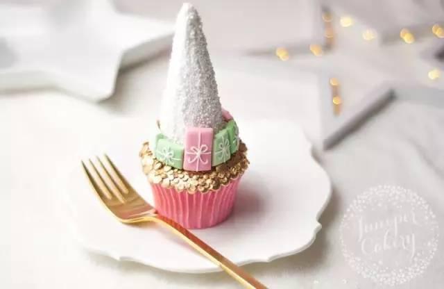怎样制作漂亮的小鹿纸杯蛋糕