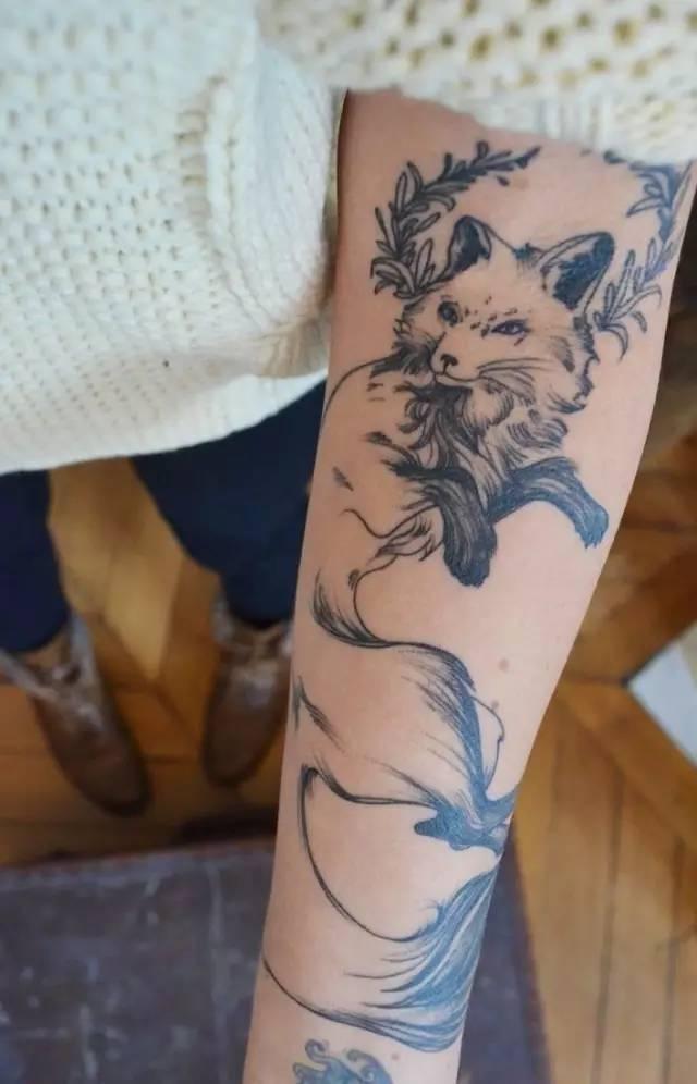 狐狸脚上纹身分享展示