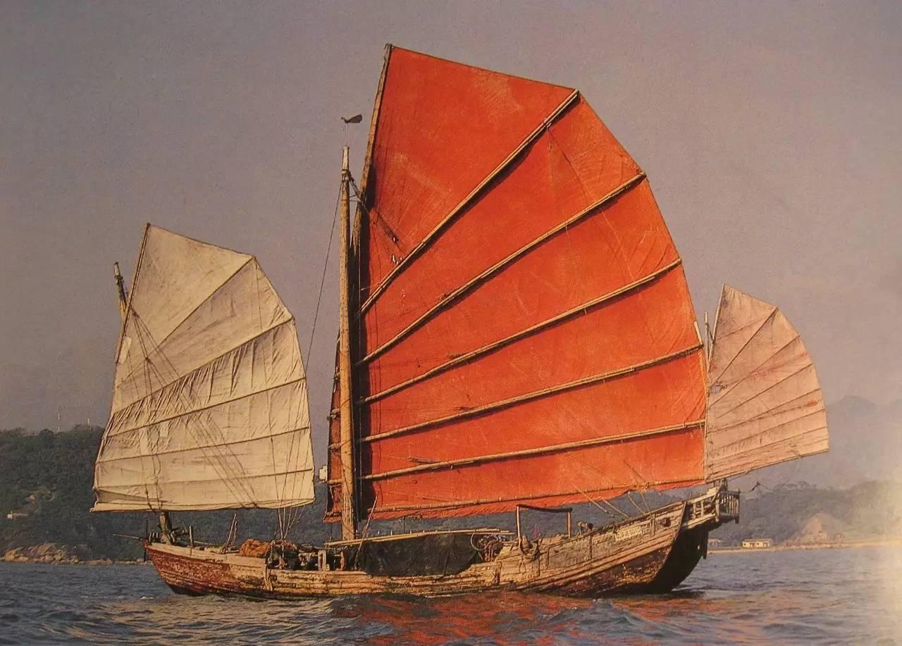 当你看到这些漂亮的美人,是否会为中式帆船惋惜?图片