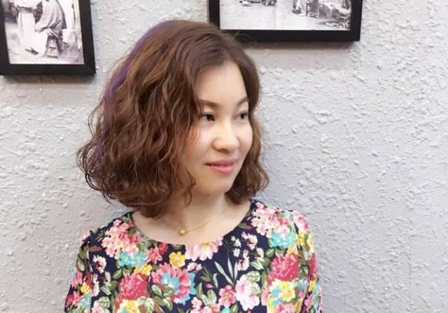 「2017火热烫全头发型」图片偏分刘海烫发短发发型图片