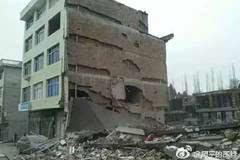 温州文成今早多间民房倒塌,5层楼仅剩1层,至少6人被困!