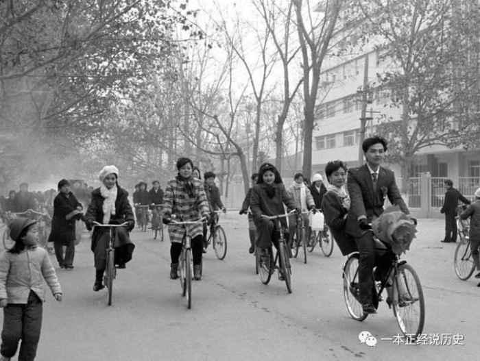 照片再现晚清至90年代春节景象