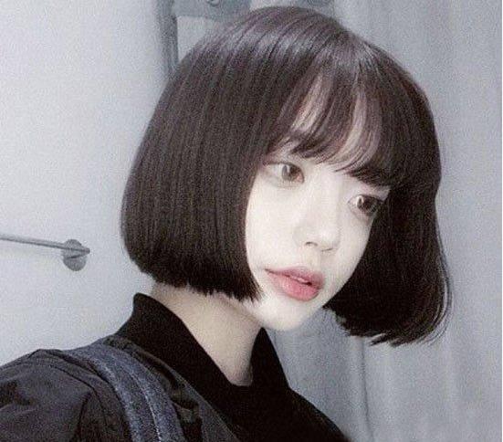 中分直发波波头短发发型很受欢迎,简单齐脖短发直发发型发尾图片