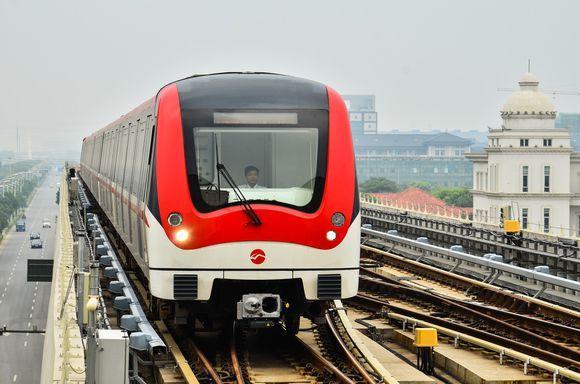 文化 正文  南京地铁二号线,南京浦镇与阿尔斯通公司联合生产的列车