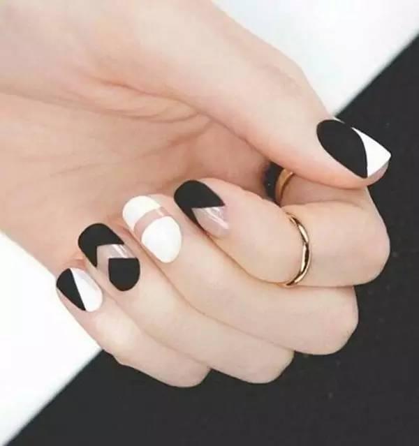 最经典黑白美甲款式,永远不过时!图片