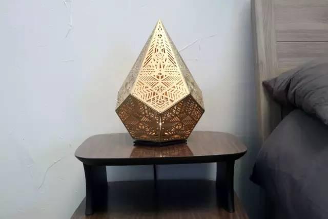 时尚 正文  手绘图而设计的台灯 pre-order 每个面都是由三角形构成