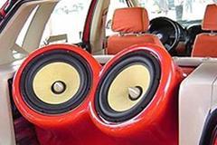 有些车主在汽车音响改装时为何要装两个功放?