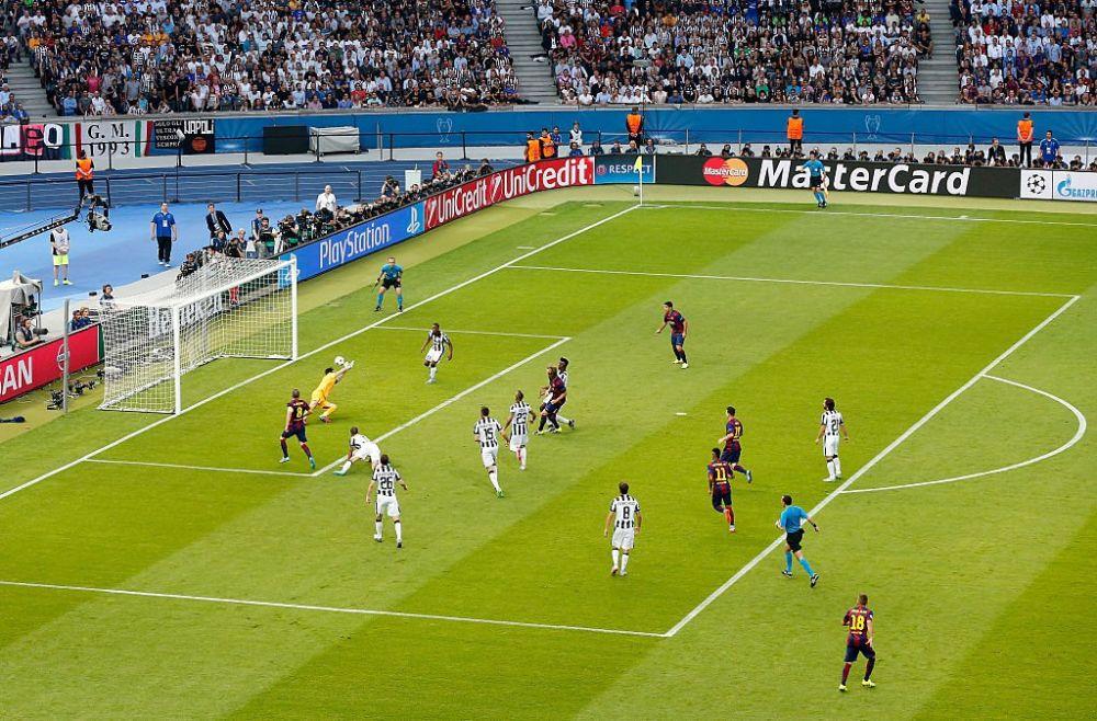 """(图)2015年欧冠决赛中,巴塞罗那对阵尤文图斯之时,""""弱侧""""进攻"""