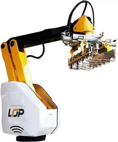 乐仆码垛机器人通过更换机械手的抓手可以淋漓尽致的体现机器人强悍的图片