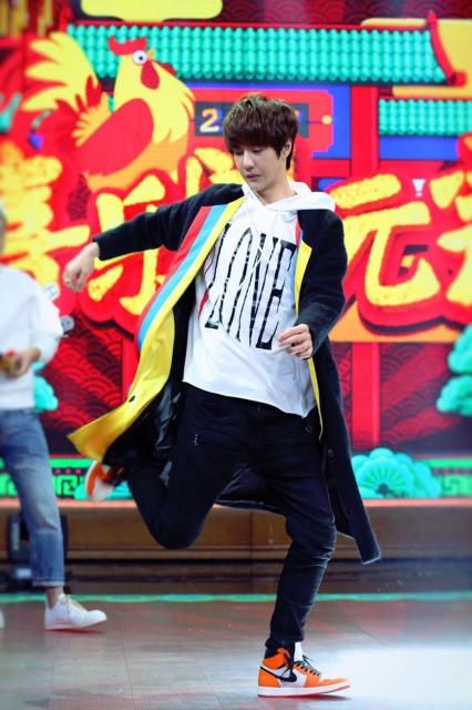 天天向上王一博教跳舞