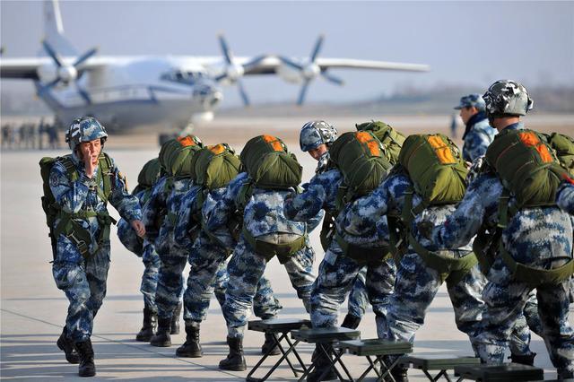 饿灵骑士在线送餐中国空军空降兵最新宣传片