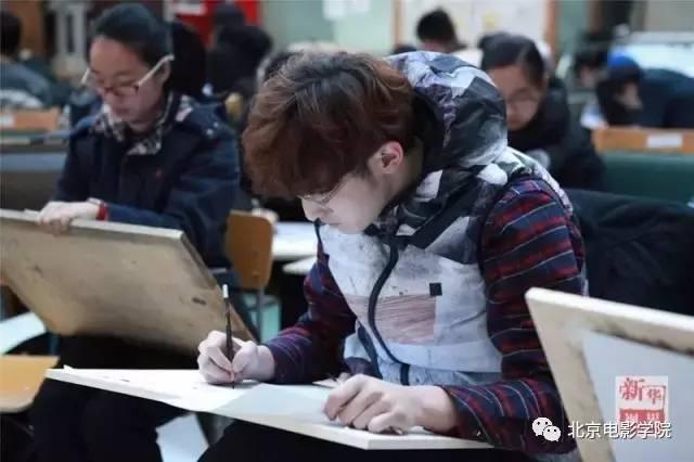 考生们参加北影动画学院初试.(北京电影学院提供)图片