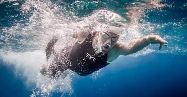 大发: 初学者的游泳能力首要是呼吸、均衡、放松三方面