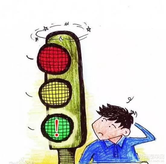 闯绿灯 也违法 我是不是遇到了假信号灯