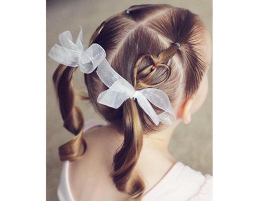 儿童心形编发!有女儿就照著这些发型打扮!