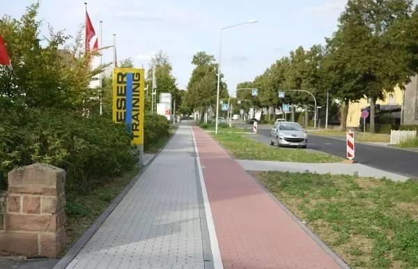 图七,高可靠性的人行道铺装材料图片