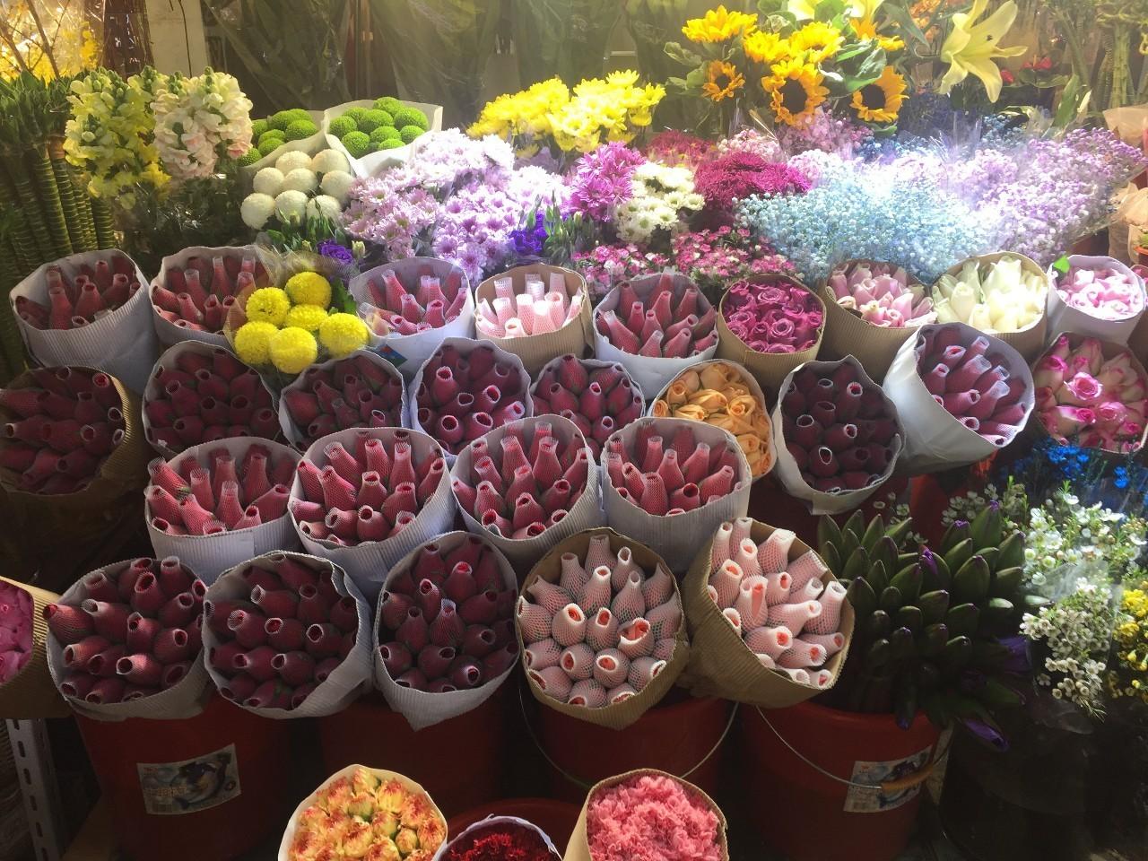 33朵红玫瑰花束图片