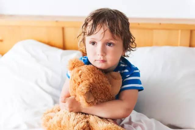 宝宝尿床图片