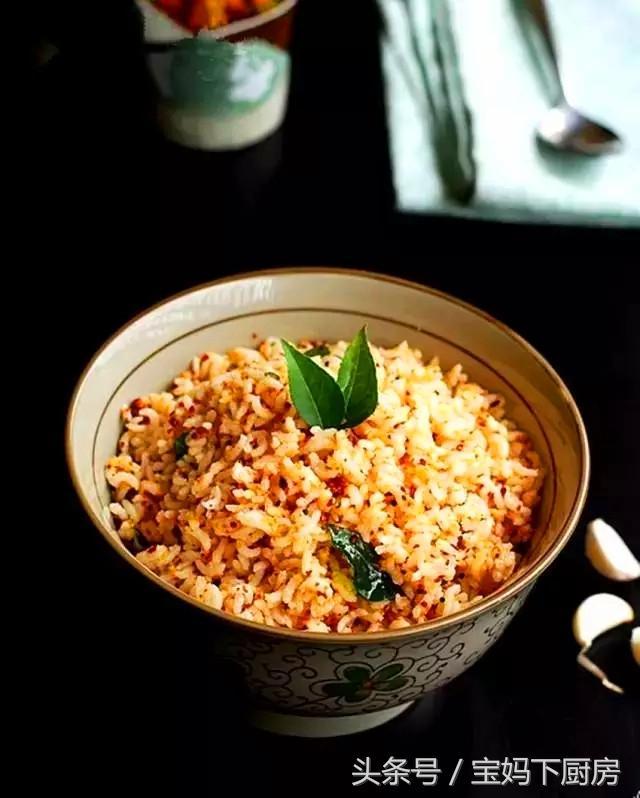 我家的剩米饭从来不用鸡蛋炒,做法超简单!