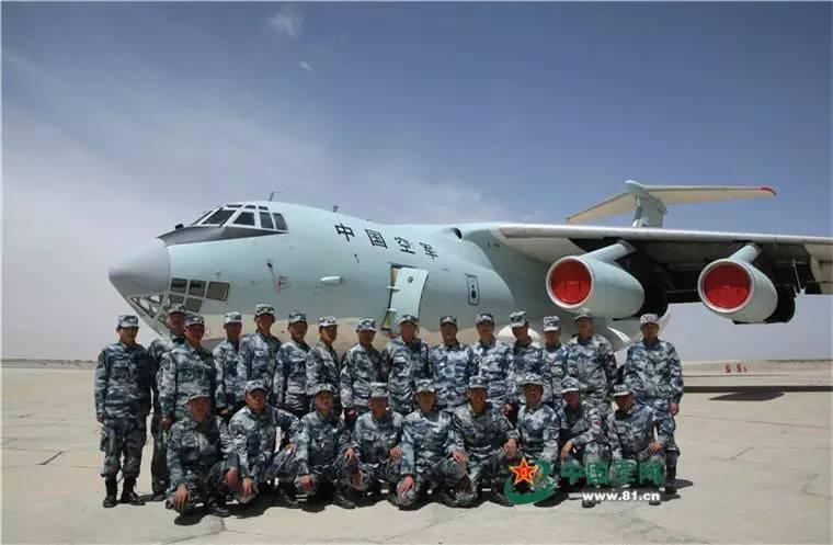 中国机械化空降兵的垂直打击:已实现高原重装空投图片