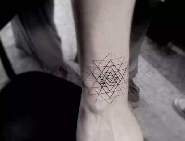 陈冠希、GD的御用纹身师,简直帅的一逼呀!