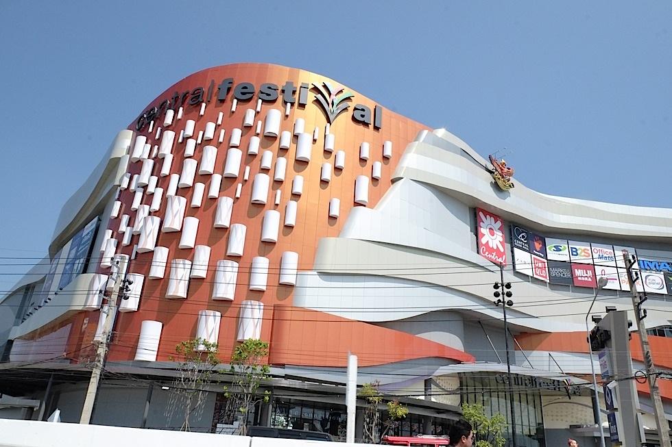 共有5层,地下一层是超市和一些美食小店,五层是精品少年.美食与广场剧情图片