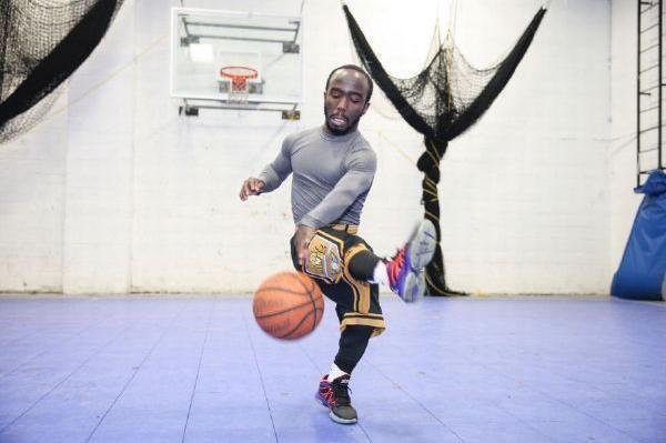 这位篮球运动员就是加曼尼斯万森今年31岁来自美国纽约他的身高