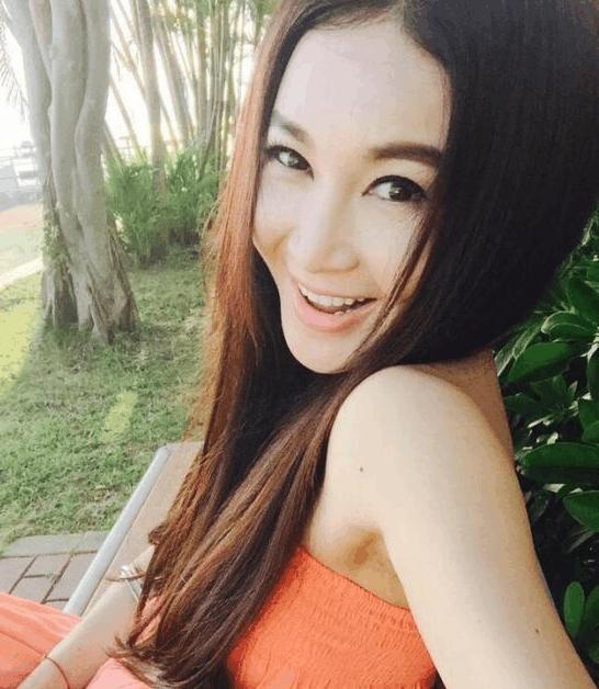 51岁温碧霞与老公近照告诉你为啥17年她不愿为生子