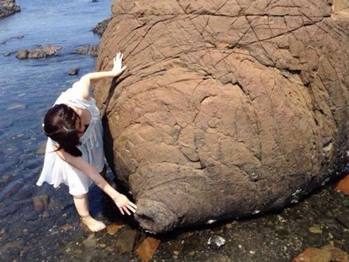 """日本熊本县一景点:""""乳房岩石"""",外观神似"""