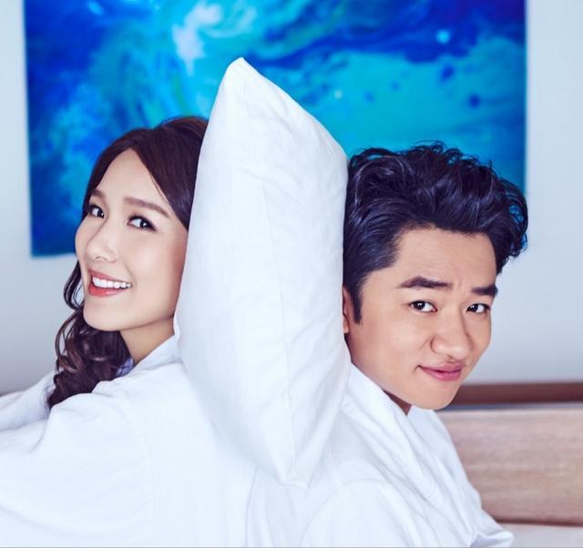 年轻夫妇拥抱躺在床上的爱情_图片_图片下载_高清图片_图片下...