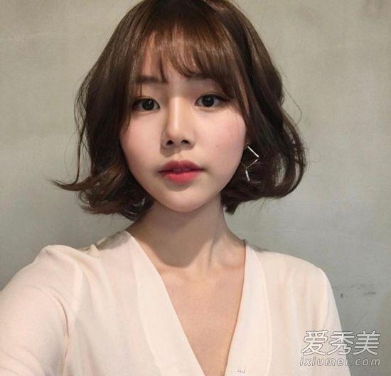 甜美系的空气刘海bob发型,齐脖短发发尾做个小卷时尚轻熟,搭空气刘海图片