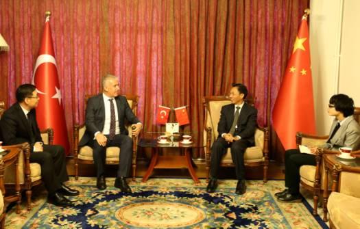 郁红阳大使会见土外长首席顾问阿里夫