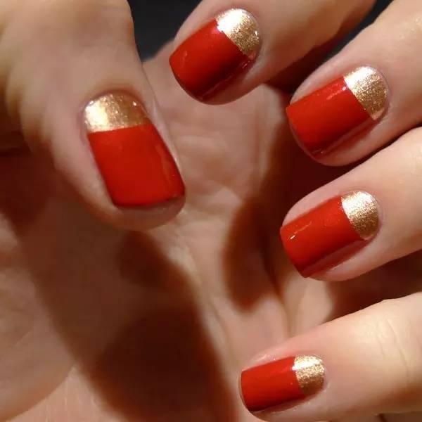 美甲红色跳色搭配图片_时尚 正文  据说涂上金银色搭配红色的美甲,运气会特别的旺哦!