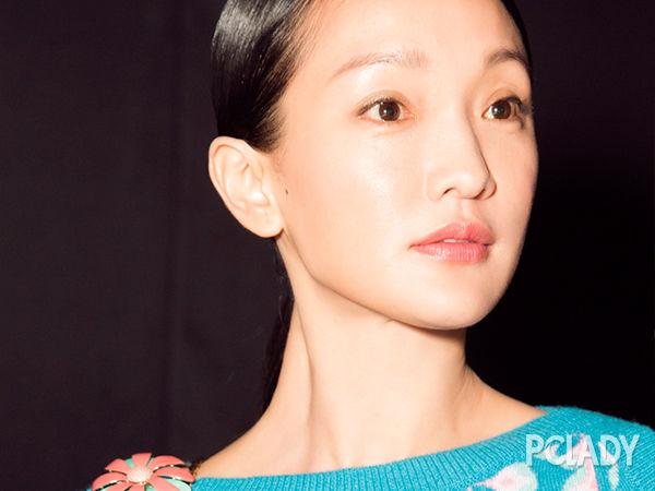 佟丽娅短发亮相 露出迷人天鹅颈图片
