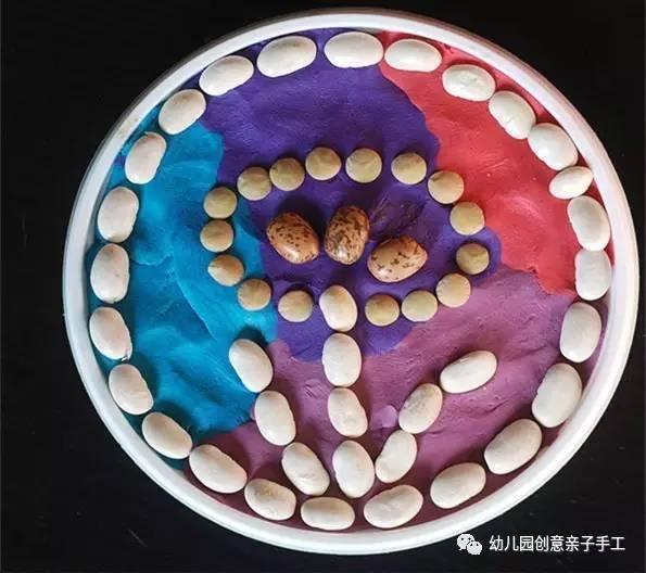 皮泥豆子大米玩粘贴画,好有新鲜感哟