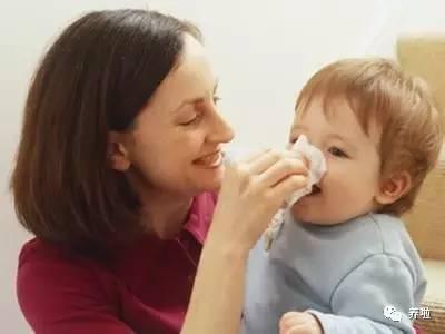 宝宝吃奶的呼吸声音大
