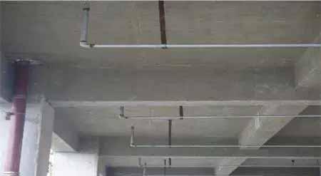 喷淋管道支架直行规范,管道排列横平竖设置铭室内设计工程公司图片