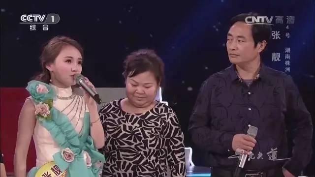 米倾情演绎湖南花鼓戏《洗菜心》,歌声清澈甜美.节目中张靓的父母