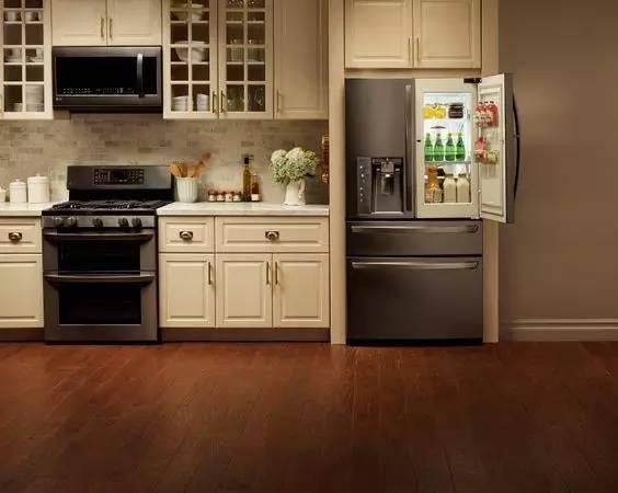 简单点理解就是把冰箱藏进橱柜.图片