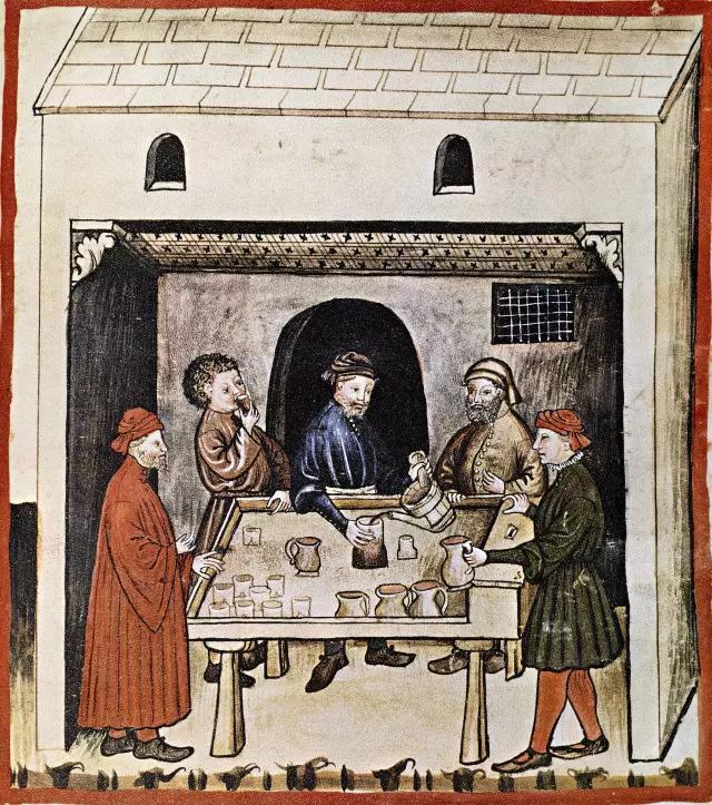中世纪时,贵族多饮葡萄酒,一般农民喝麦芽酒,但无论哪种,都质量不佳.图片