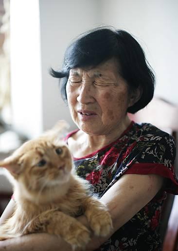 说起那段卖嫁妆喂猫的岁月,郭奶奶仍不堪回首