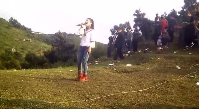 贵州流浪歌手陈思念离大紫大红还远吗图片