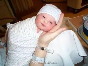 被遗弃的患有唐氏综合症男孩甘米和他的泰国代孕妈妈.-外国夫妻 同