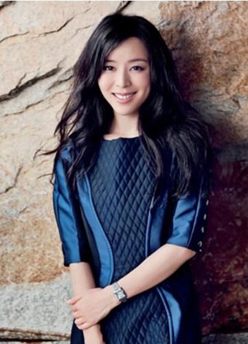 电影女明星内地_张静初:中国内地女演员,凭借电影《孔雀》成名,凭此片还获得柏林国际